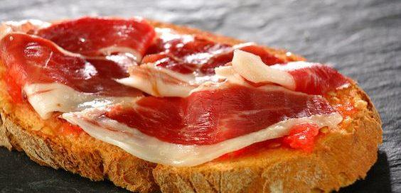 pan con tomate ajo jamon iberico met Olivarera